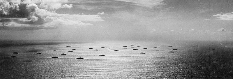 Конвой Союзников движется в Касабланку.