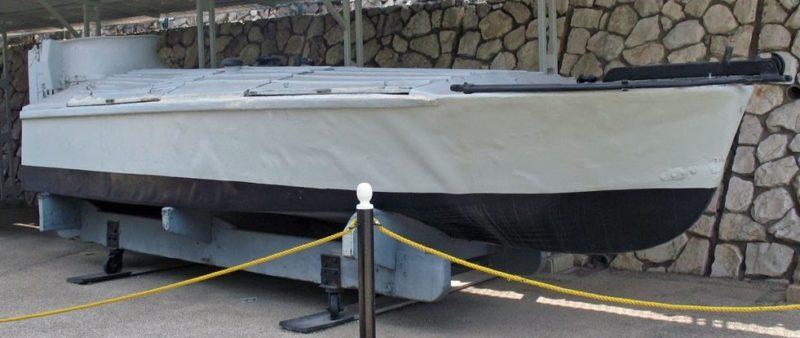 Взрывающийся катер типа МТМ на музейной площадке.