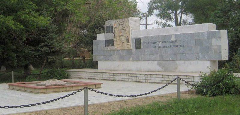 х. Дубовский Урюпинского р-на. Памятник советским воинам, погибшим в годы войны.