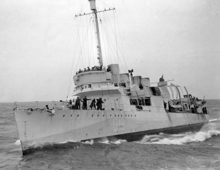 Один из 50 переданных эсминцев. При спуске на воду - «Twiggs», на английской службе - HMS «Leamington», в составе советского ВМФ - эсминец «Жгучий».