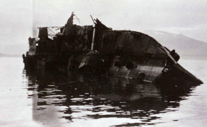 Затонувший немецкий эсминец.