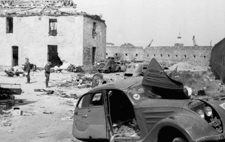 Немцы в захваченном Кале.