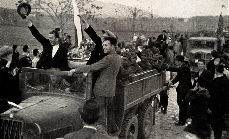 Болгарские войска входят в Вардар. Македония, апрель 1941 г.