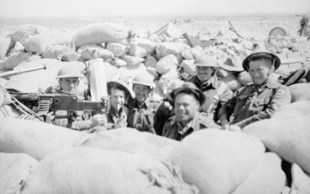 Солдаты австралийского 2/48 батальона в Тобруке.