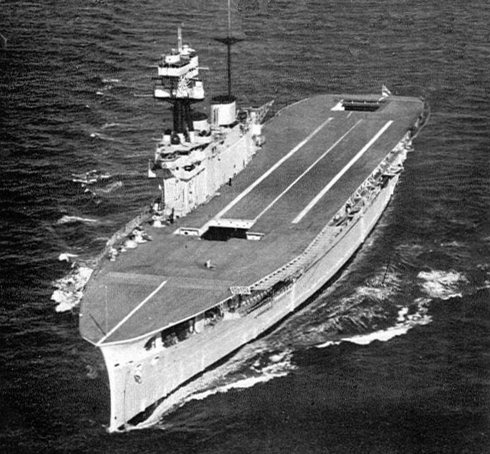 Британский авианосец «Игл».