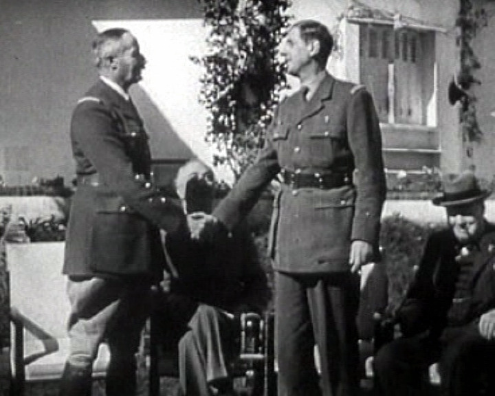 Лидеры Свободных французских сил: генерал Анри Жиро (слева) и генерал Шарль де Голль (справа) на конференции в Касабланке.