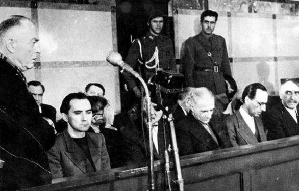 Антонеску выступает на судебном процессе.
