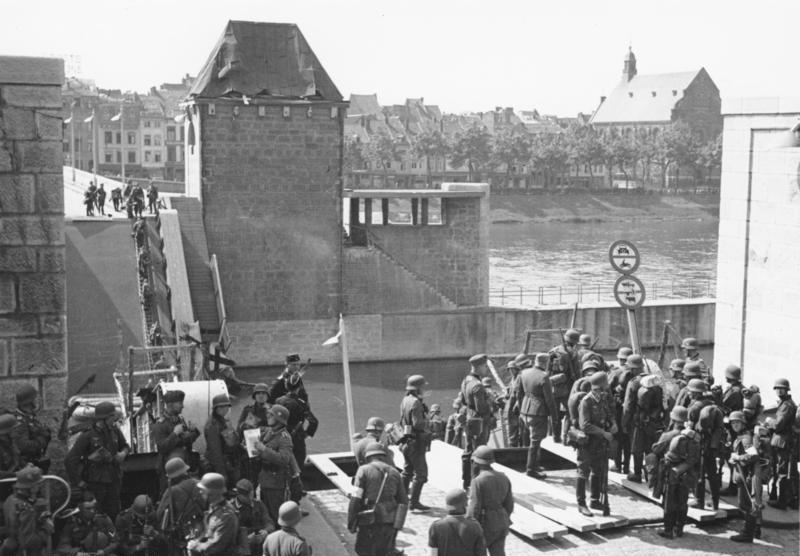 Захват немецкими войсками моста в Маастрихте.