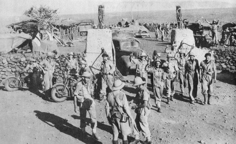 Английские войска в захваченном форте.