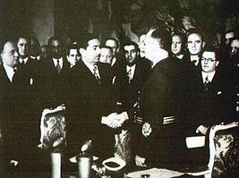 Рукопожатие Цветковича и Риббентропа после подписания Венского протокола.