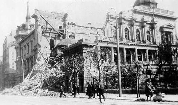 Разрушения в Белграде после немецких бомбардировок.