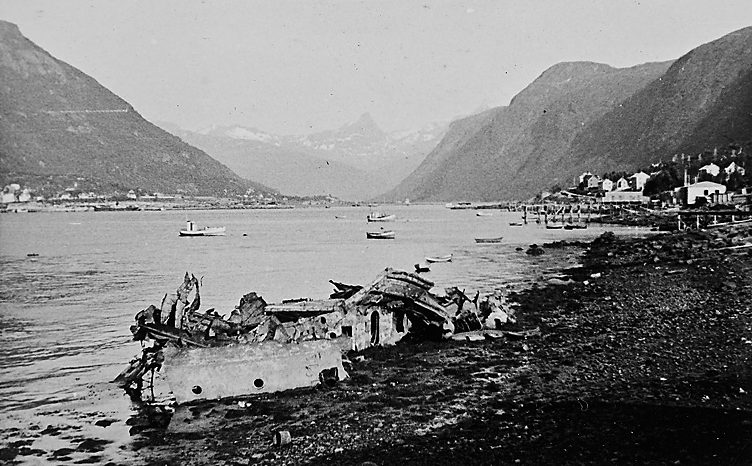 Разрушенные корабли в Нарвике.