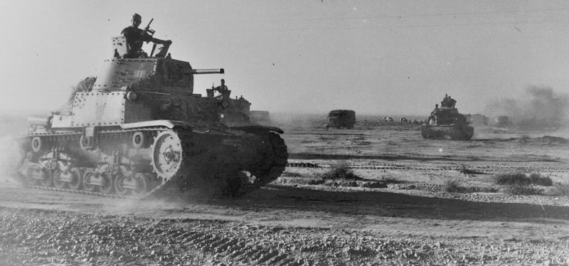 Итальянские танки атакуют Тобрук.