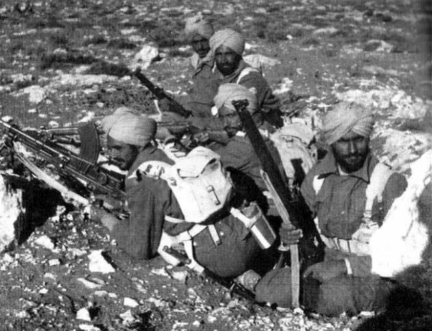 Группа сикхов в составе индийской дивизии.
