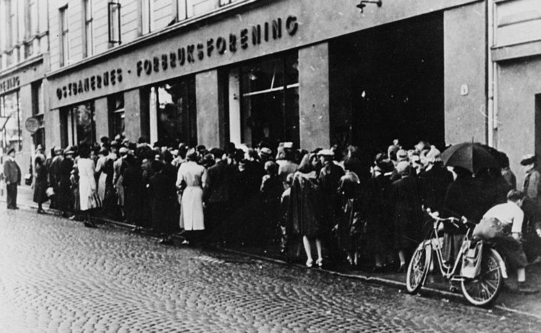 Очередь за продуктами в Осло. 1942 г.