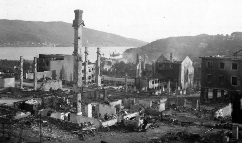 Нарвик после британских обстрелов.