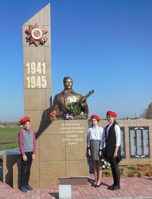 ст-ца. Михайловская Урюпинского р-на. Памятник землякам-героям, погибшим в годы войны.