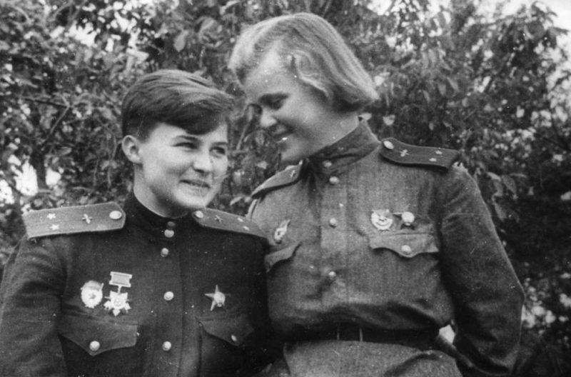 Наташа Меклин и Женя Руднева. 1943 г.