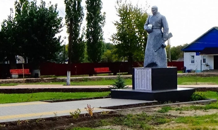 х. Самолшенский Алексеевского р-на. Памятник советским воинам.