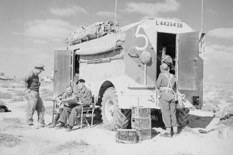Британский мобильный командный пункт.