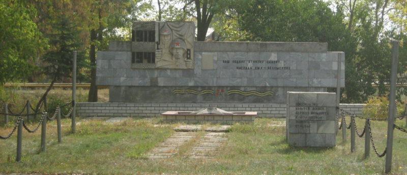 х. Ольховский Урюпинского р-на. Братская могила советских воинов, погибших во время Сталинградской битвы.