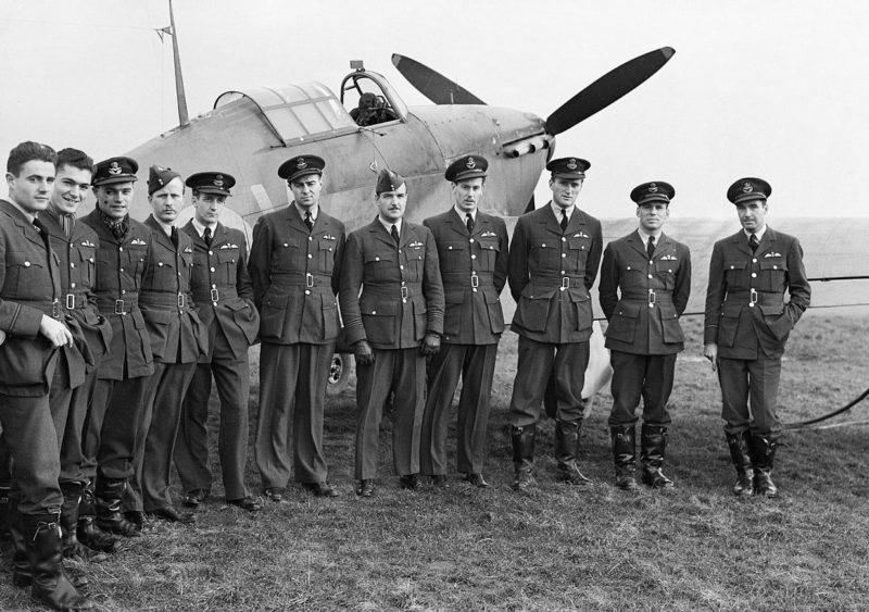 Канадские пилоты 1-й эскадрильи RCAF в Прествике.
