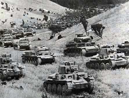 Прорыв немецких танков через Арденны.