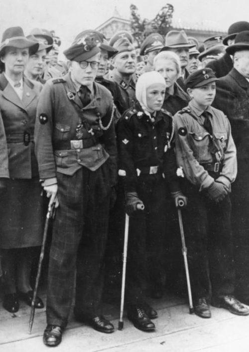 Члены Гитлерюгенд, пострадавшие на постах ПВО. Сентябрь 1943 г.