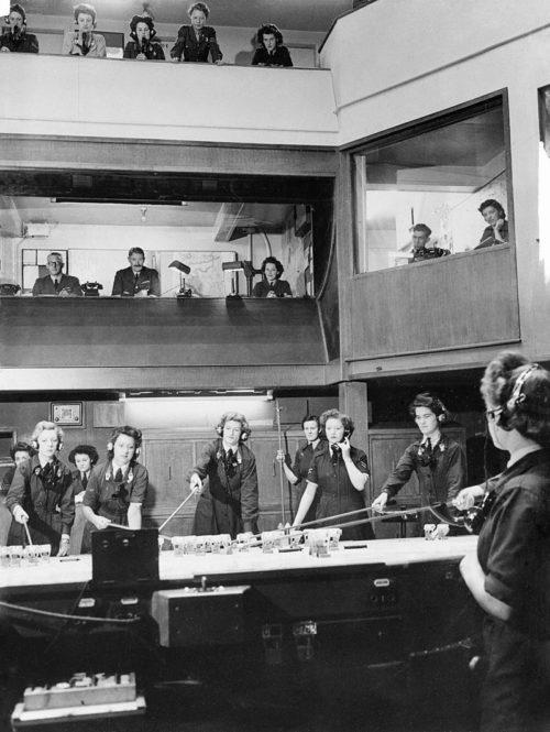 Интерьер бункеров оперативного центра командования RAF. 1940 г.