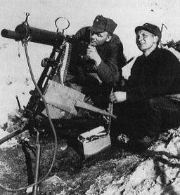 Норвежский расчет тяжелого пулемета у Нарвика.