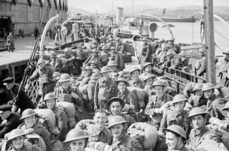 Британские солдаты эвакуируются из Нарвика.