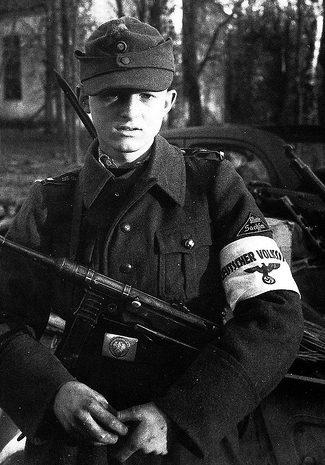 16-летний член Фольксстурма. Октябрь 1944 г.