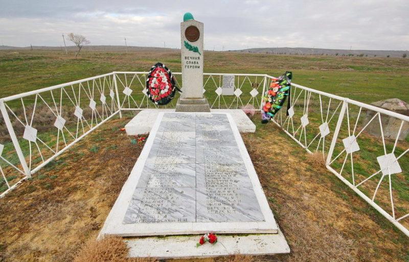 ст-ца. Голубинская Калачевского р-на. Братская могила, в которой похоронено 98 советских воинов.