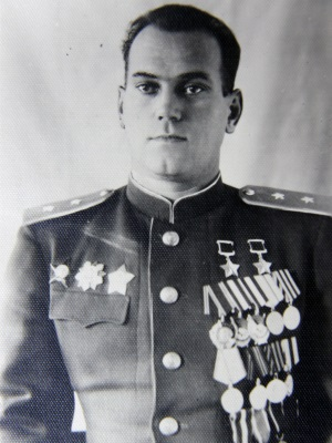 Дважды Герой Советского Союза генерал-лейтенант Савицкий. 1945 г.