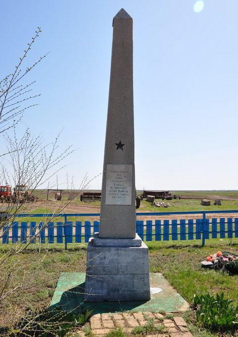 х. Дальний Калачевского р-на. Братская могила советских воинов.