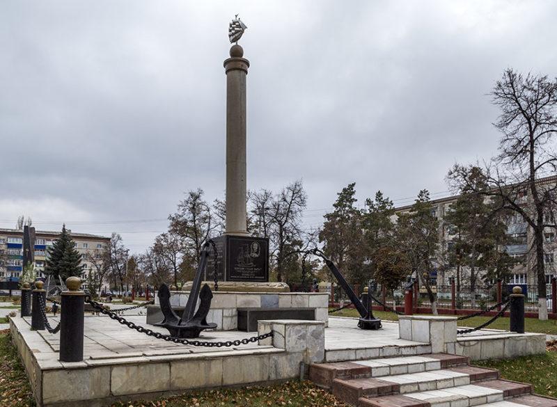г. Урюпинск. Памятник морякам в городском парке.