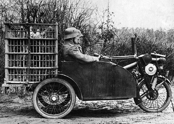 Немецкая мотоколяска для голубиной почты.