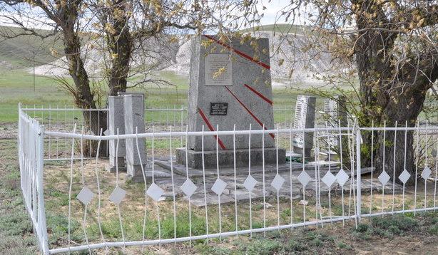 х. Евлампиевский Калачевского р-на. Братская могила советских воинов.