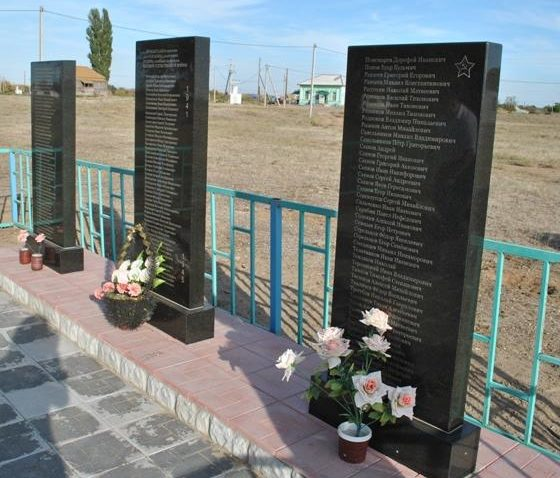 с. Солодовка Ленинского р-на. Братская могила советских воинов.