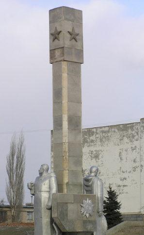 п. Наримановка Светлоярского р-на. Братская могила советских воинов.