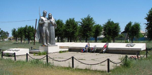 п. Катричев Быковского р-на. Мемориал солдатам, погибшим в годы войны.