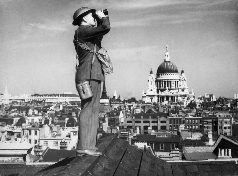 Наблюдатель на крыше. Лондон. 1940 г.
