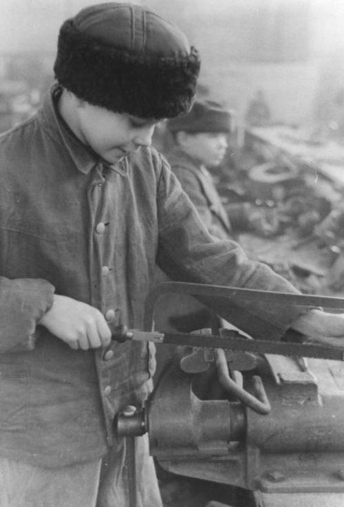 Юные остарбайтеры. 1943 г.