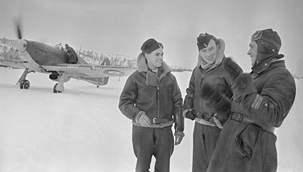 Сафонов с Британскими летчиками. 1941 г.
