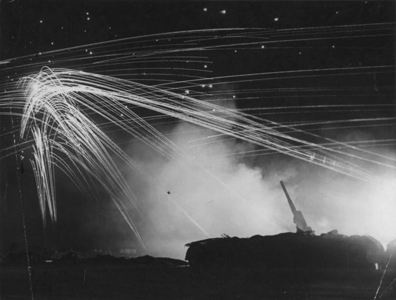Британские средства ПВО отражают ночной авианалет Люфтваффе. 1940 г.