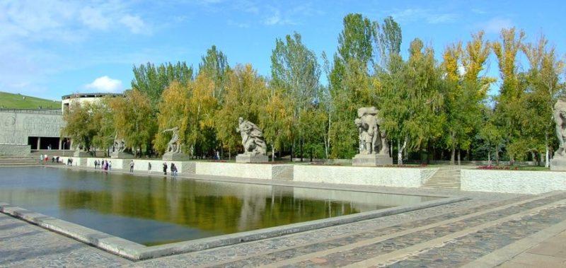 Площадь Героев с бассейном в 2300 м. кв.