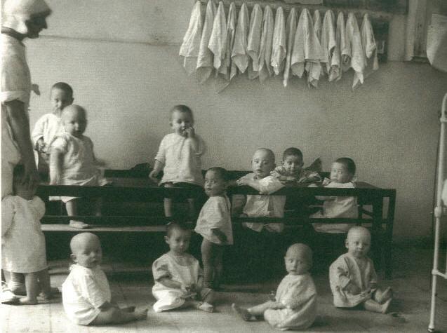 Лагерные ясли, Аушвиц. 1942 год.