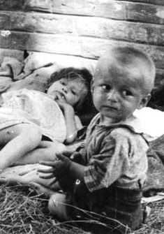 Дети в концентрационном лагере Сисак. Хорватия, 1942 г.