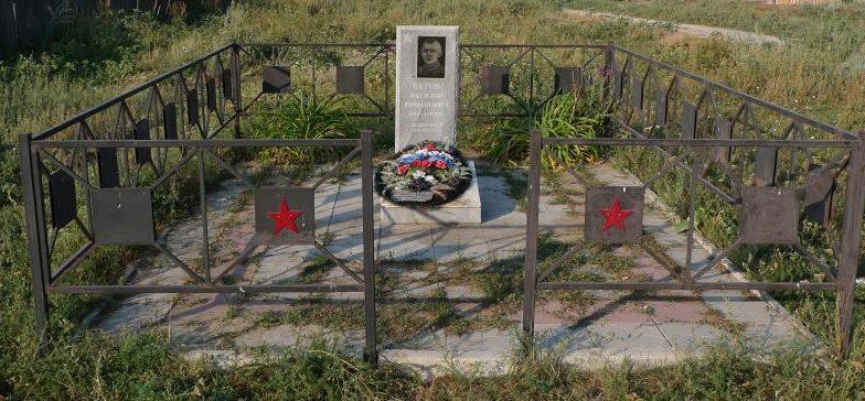 г. Фролов. Памятник на месте захоронения летчика Р. С. Серова, погибшего в 1942 г.