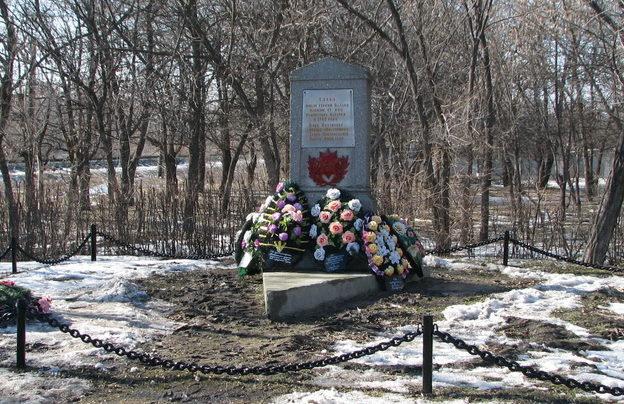 г. Калач-на-Дону. Братская могила юных партизан, погибших во время Сталинградской битвы.